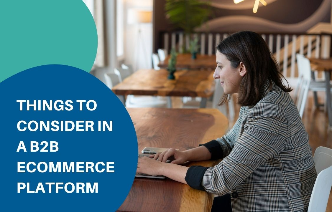 woman sitting in the table choosing a b2b ecommerce platform